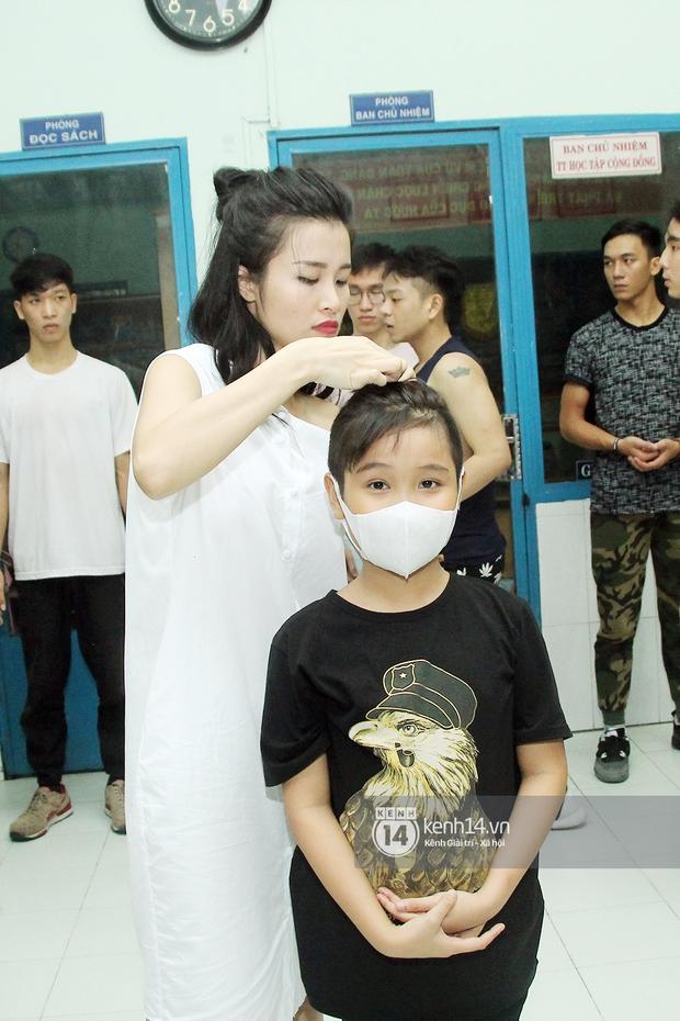 Trò cưng Đông Nhi luyện hát, nhảy, tập với Hương Tràm tới khuya - Ảnh 2.