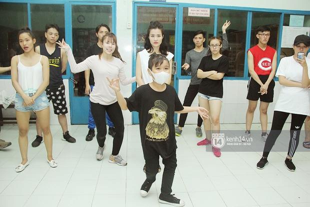 Trò cưng Đông Nhi luyện hát, nhảy, tập với Hương Tràm tới khuya - Ảnh 3.