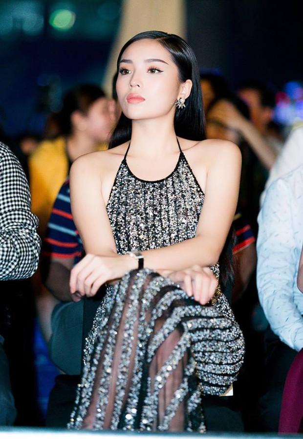 Vừa chuyển style nữ tính, An Nguy đã đụng ngay váy khoét lưng gợi cảm với Hoa hậu Kỳ Duyên - Ảnh 6.