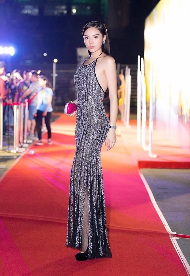 Vừa chuyển style nữ tính, An Nguy đã đụng ngay váy khoét lưng gợi cảm với Hoa hậu Kỳ Duyên - Ảnh 4.