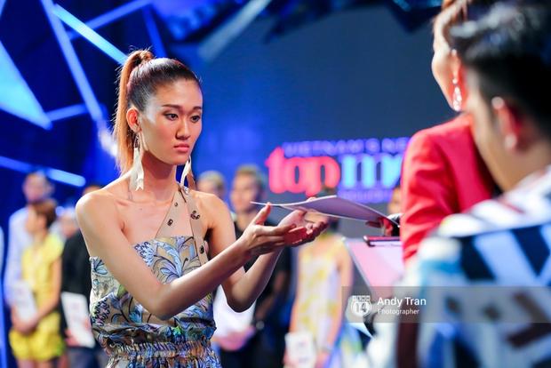 Next Top Model: Duy Minh bị loại, Thiếu Lan khóc hết nước mắt và nhập viện - Ảnh 9.