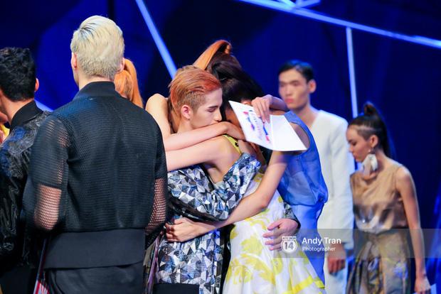 Next Top Model: Duy Minh bị loại, Thiếu Lan khóc hết nước mắt và nhập viện - Ảnh 13.
