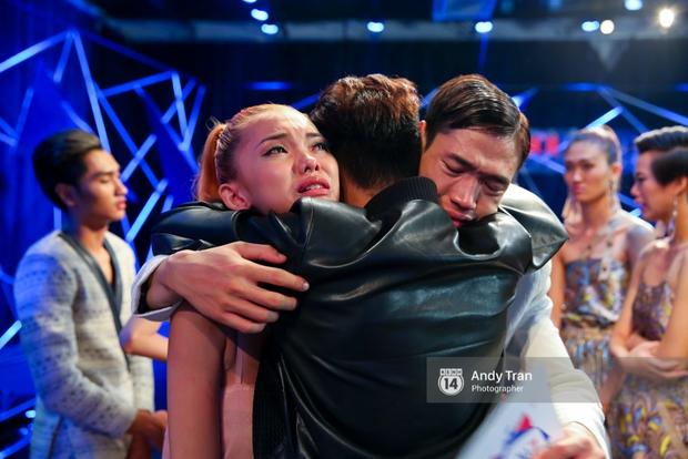 Next Top Model: Duy Minh bị loại, Thiếu Lan khóc hết nước mắt và nhập viện - Ảnh 15.