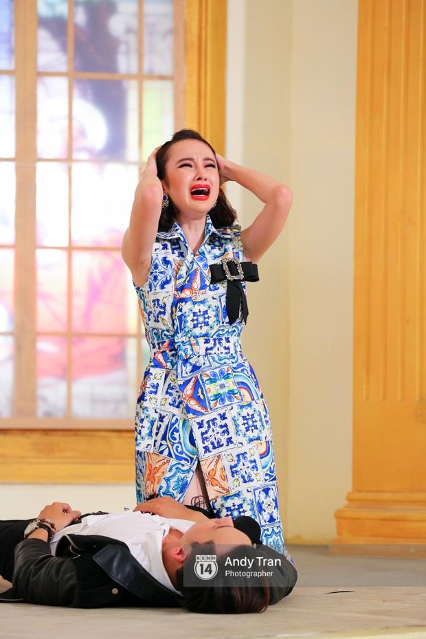 Next Top Model: Angela Phương Trinh đánh ghen, cãi lộn, khóc vật vã cùng thí sinh - Ảnh 4.