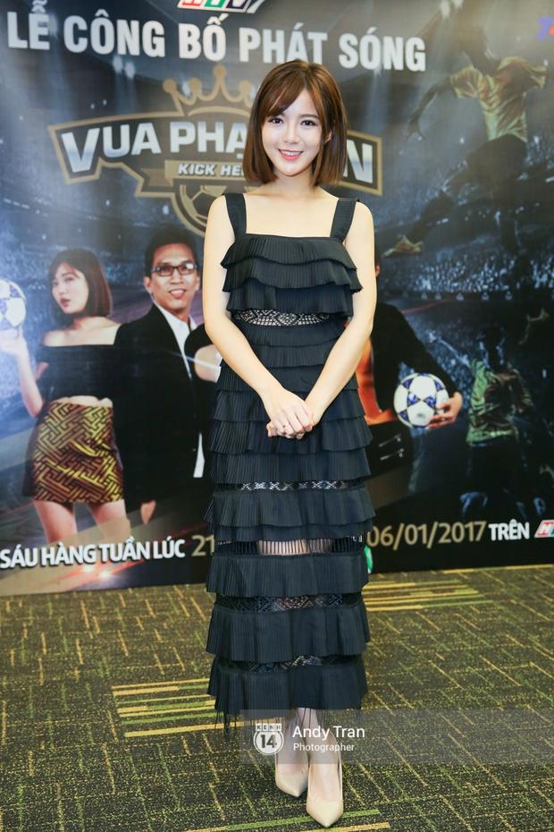 Hot girl Tú Linh M.U cực xinh trong buổi ra mắt gameshow bóng đá - Ảnh 2.