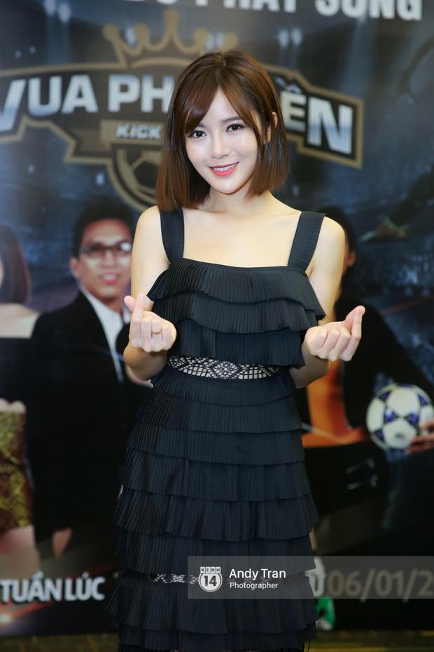 Hot girl Tú Linh M.U cực xinh trong buổi ra mắt gameshow bóng đá - Ảnh 1.