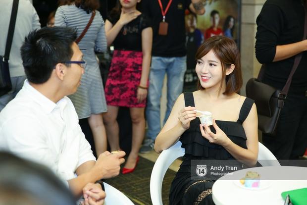 Hot girl Tú Linh M.U cực xinh trong buổi ra mắt gameshow bóng đá - Ảnh 7.