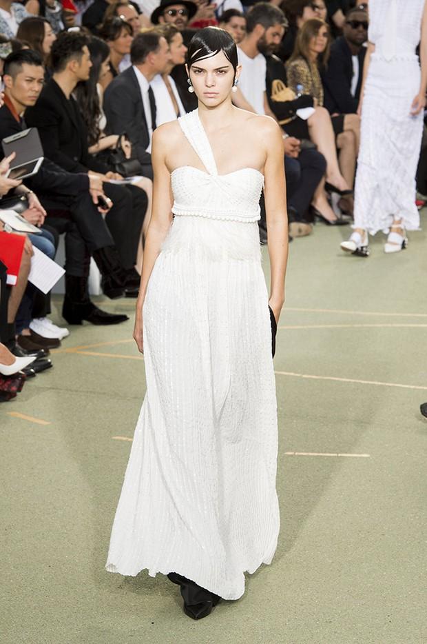 Huỳnh Hiểu Minh che chở cho Angela Baby giữa đám đông tại show Givenchy - Ảnh 20.