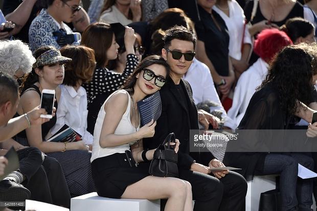 Huỳnh Hiểu Minh che chở cho Angela Baby giữa đám đông tại show Givenchy - Ảnh 5.