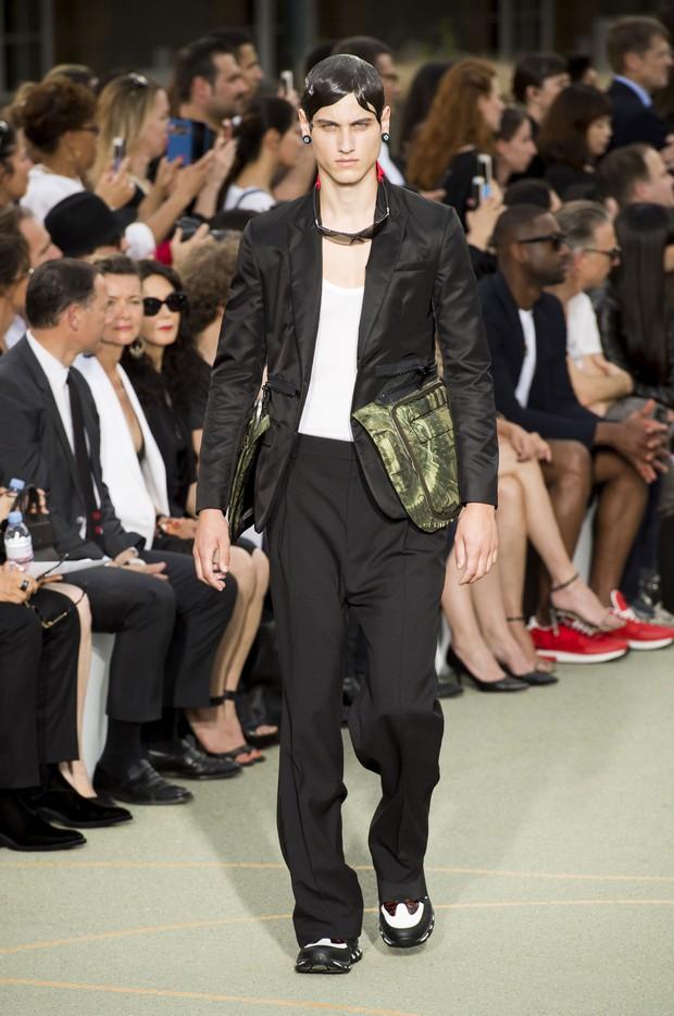 Huỳnh Hiểu Minh che chở cho Angela Baby giữa đám đông tại show Givenchy - Ảnh 11.