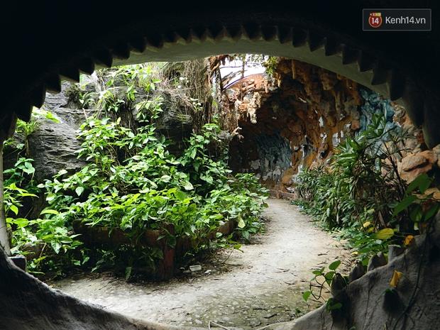 Cận cảnh những đống tàn tích đáng sợ bên trong công viên nước bị bỏ hoang ở Huế - Ảnh 9.