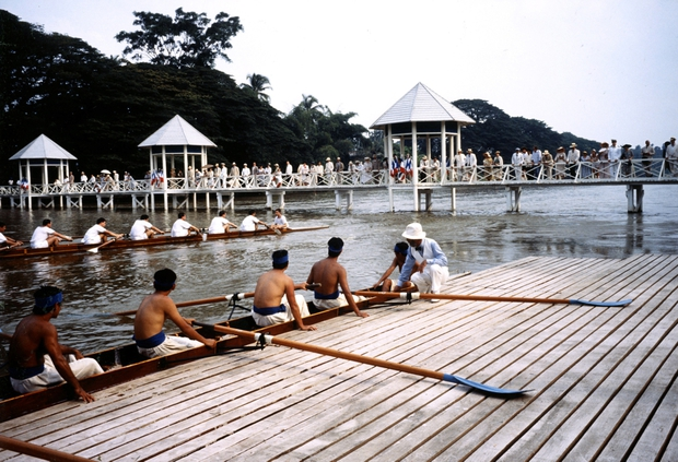 Đông Dương - Người Việt cũng phải ngỡ ngàng với cảnh Việt trong phim 24 năm về trước - Ảnh 3.