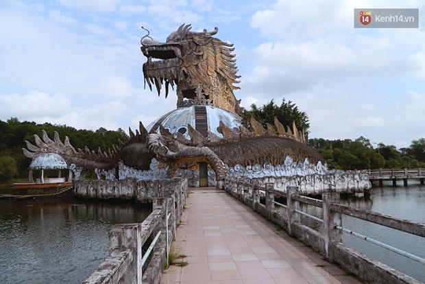 Cận cảnh những đống tàn tích đáng sợ bên trong công viên nước bị bỏ hoang ở Huế - Ảnh 3.
