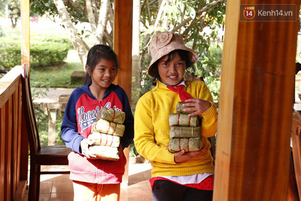 Cảm động thầy cô vùng cao góp tiền nấu bánh chưng tặng học sinh - Ảnh 6.