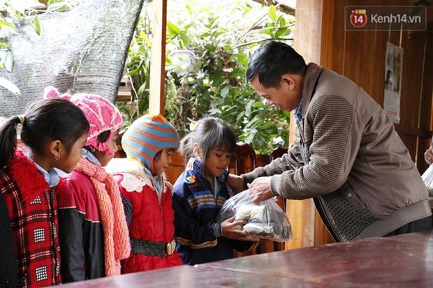 Cảm động thầy cô vùng cao góp tiền nấu bánh chưng tặng học sinh - Ảnh 8.