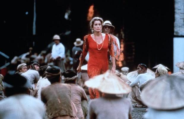 Đông Dương - Người Việt cũng phải ngỡ ngàng với cảnh Việt trong phim 24 năm về trước - Ảnh 8.