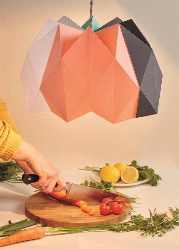 Tỉ mẩn gấp giấy origami làm đèn treo đẹp như quán café - Ảnh 10.
