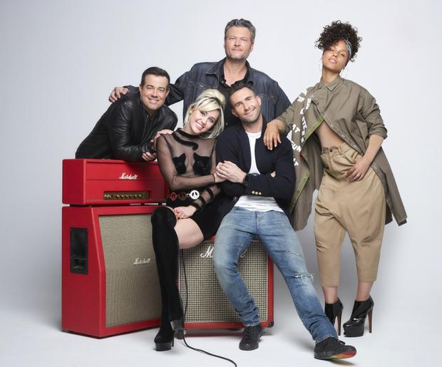 Blake hôn ngấu nghiến Adam, Miley Cyrus sẽ rời The Voice Mỹ mùa tới - Ảnh 3.