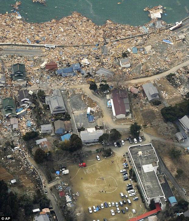 Câu chuyện của cô bé diệu kỳ trong bức hình kinh điển về thảm họa động đất sóng thần Nhật Bản - Ảnh 1.