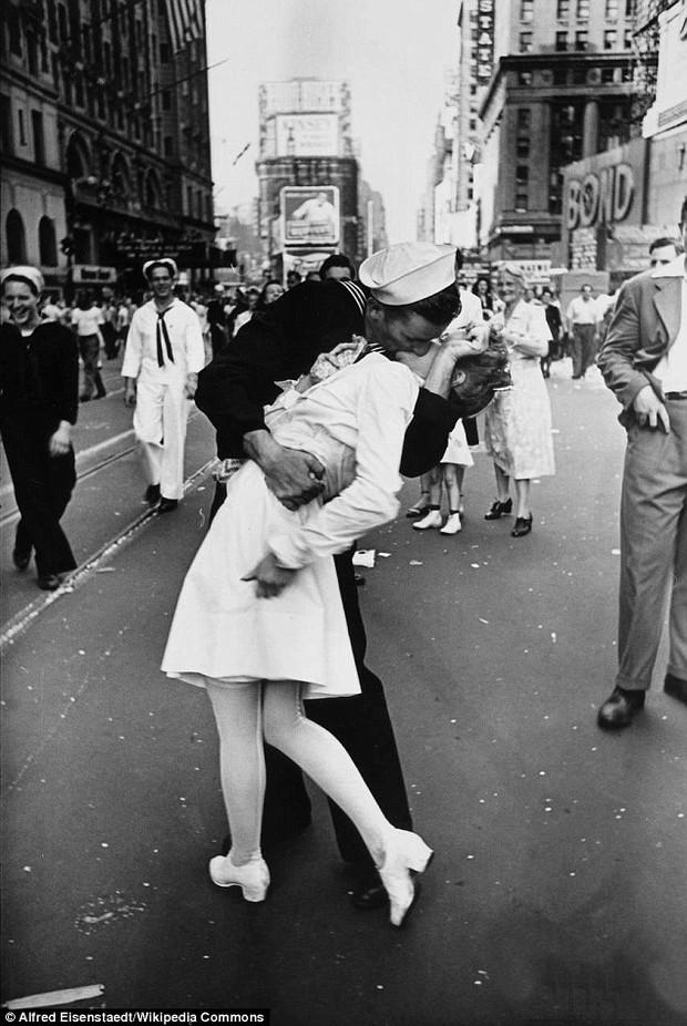 Người phụ nữ trong bức ảnh nổi tiếng nụ hôn tại Quảng trường Thời đại đã qua đời - Ảnh 1.