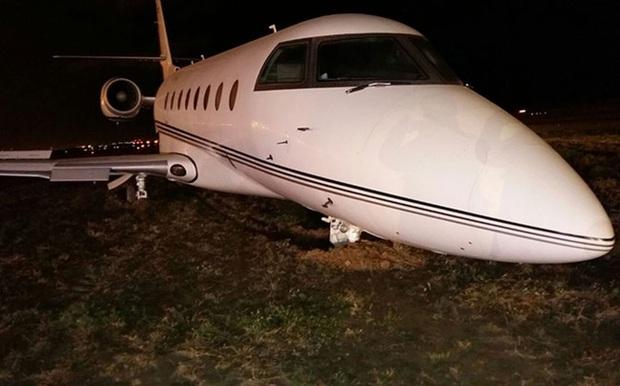 Chiếc phi cơ CR7 đã xuống hẳn mặt đất hay chỉ tạm hạ độ cao? - Ảnh 1.