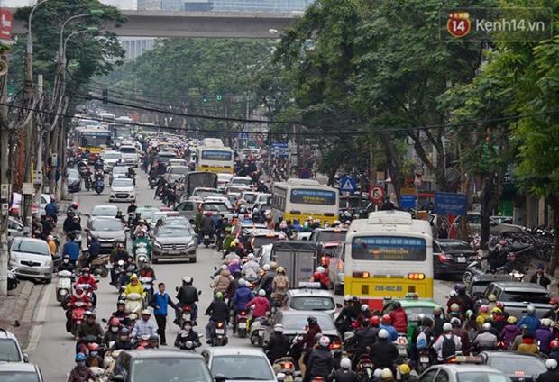 Ám ảnh tắc đường ở thủ đô những ngày giáp tết - Ảnh 16.