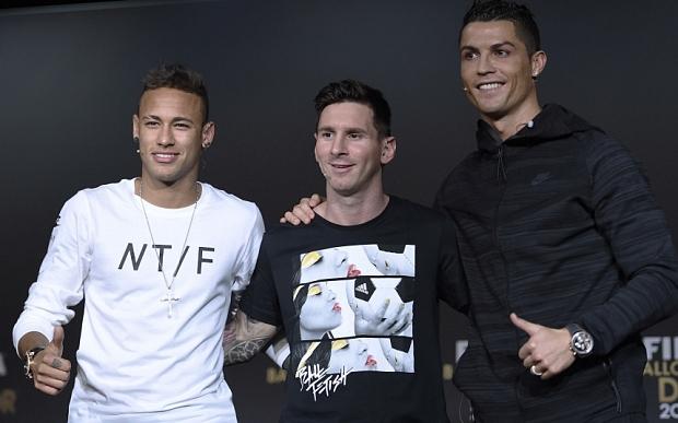 MC xinh đẹp của gala Ballon dOr kể chuyện Ronaldo tận tâm giúp đỡ Neymar - Ảnh 1.