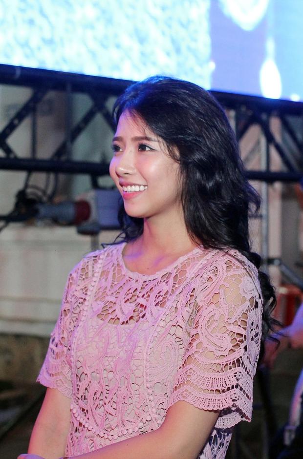 Bạn gái xinh đẹp hộ tống Phan Mạnh Quỳnh đi diễn, Sơn Tùng M-TP diện cây trắng cực chất - Ảnh 4.