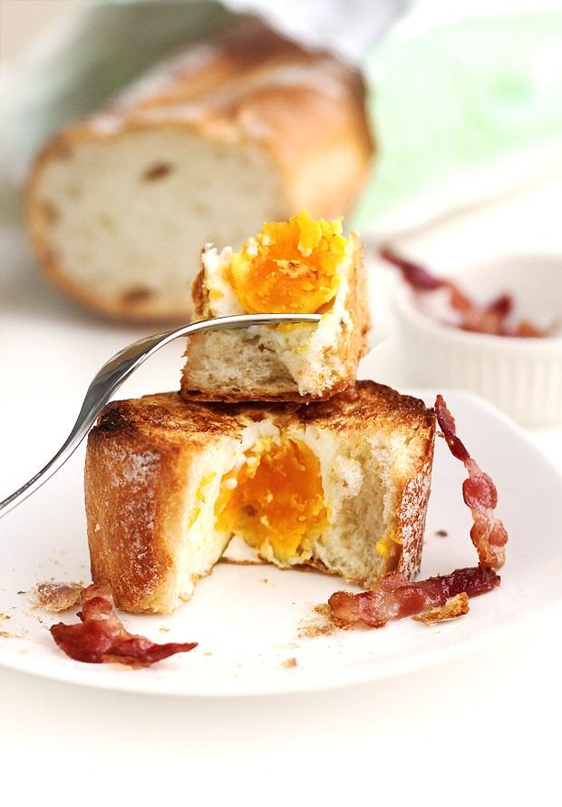 Biến ổ bánh mì cũ thành món bánh trứng lòng đào ngon khó cưỡng - Ảnh 9.