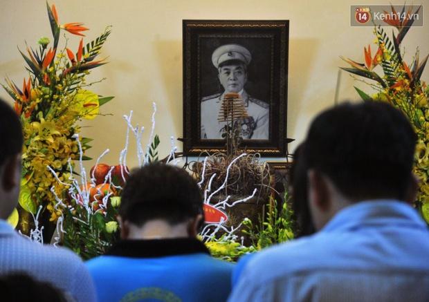 Đường hoa đăng rực sáng tưởng nhớ 3 năm ngày Đại tướng Võ Nguyên Giáp từ trần - Ảnh 3.