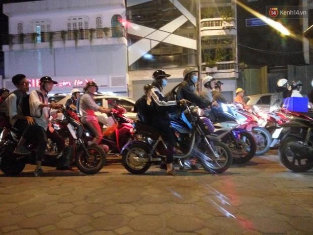 Hà Nội: Tắc đường nghiêm trọng nhiều giờ đồng hồ ở tuyến đường Tây Sơn - Chùa Bộc - Ảnh 4.
