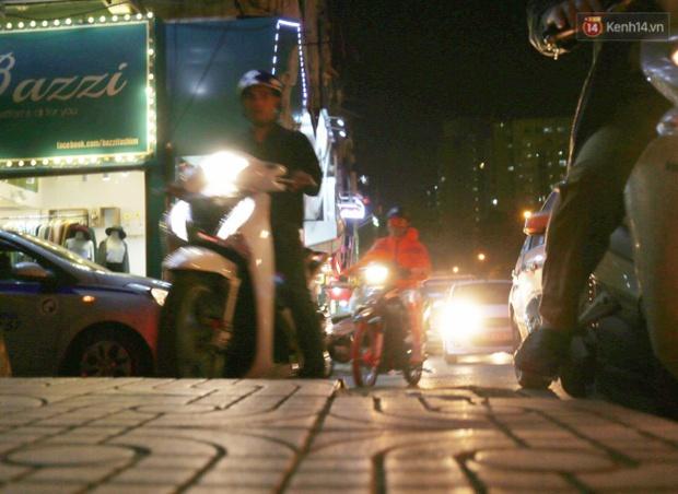 Hà Nội: Tắc đường nghiêm trọng nhiều giờ đồng hồ ở tuyến đường Tây Sơn - Chùa Bộc - Ảnh 8.