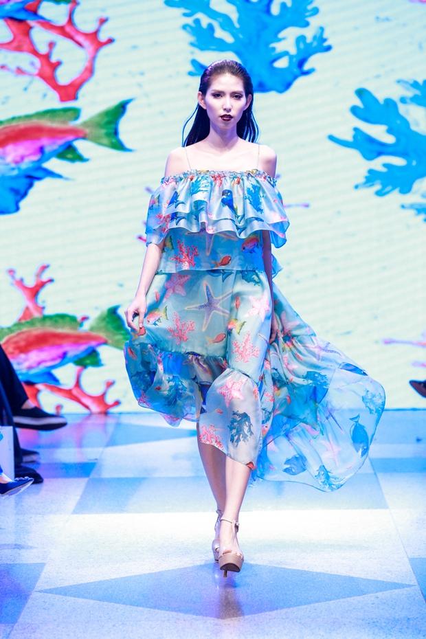 Thanh Hằng diện váy làm từ 25m vải lên sàn diễn của Adrian Anh Tuấn - Ảnh 9.