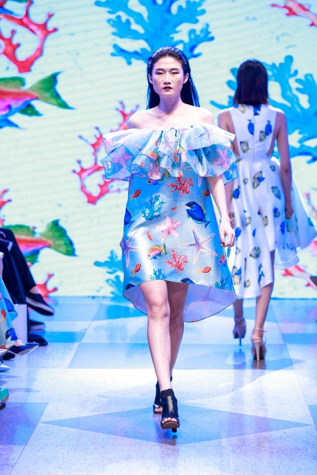 Thanh Hằng diện váy làm từ 25m vải lên sàn diễn của Adrian Anh Tuấn - Ảnh 10.