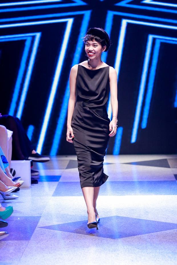 Thanh Hằng diện váy làm từ 25m vải lên sàn diễn của Adrian Anh Tuấn - Ảnh 20.