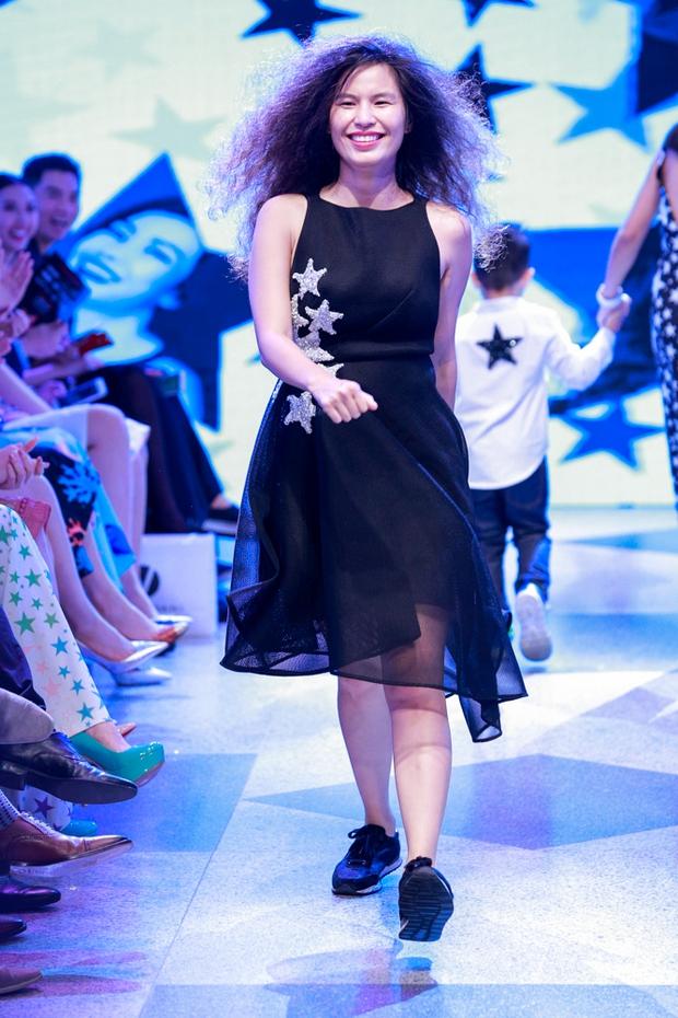Thanh Hằng diện váy làm từ 25m vải lên sàn diễn của Adrian Anh Tuấn - Ảnh 21.