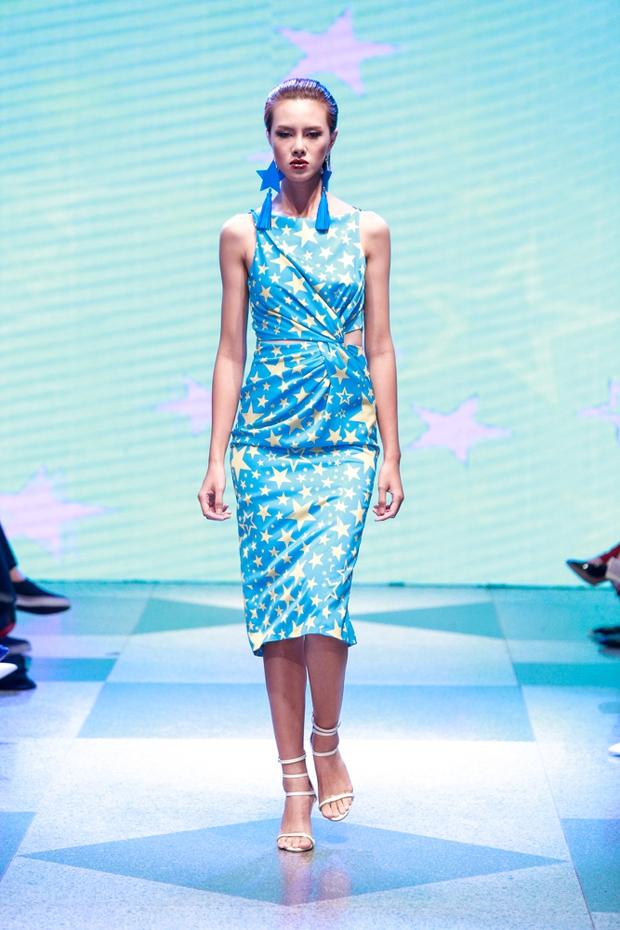 Thanh Hằng diện váy làm từ 25m vải lên sàn diễn của Adrian Anh Tuấn - Ảnh 26.