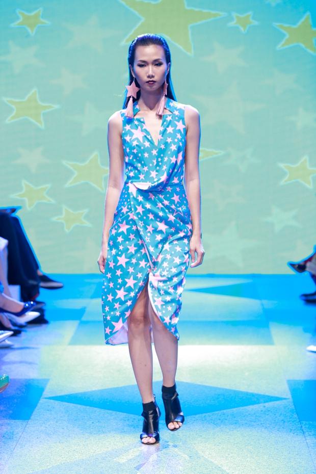 Thanh Hằng diện váy làm từ 25m vải lên sàn diễn của Adrian Anh Tuấn - Ảnh 27.