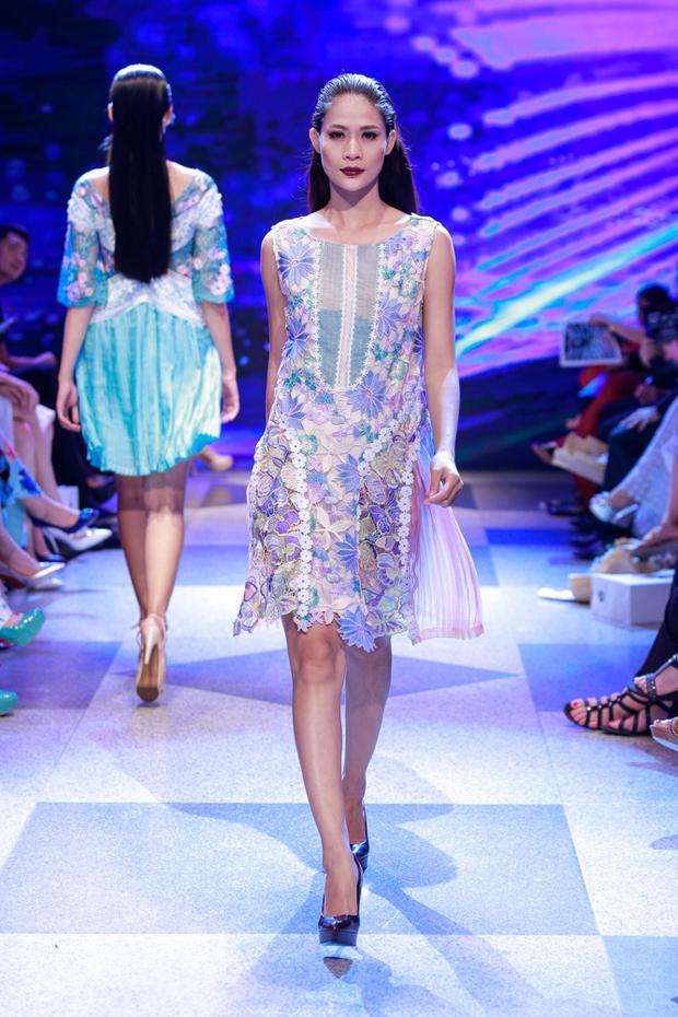 Thanh Hằng diện váy làm từ 25m vải lên sàn diễn của Adrian Anh Tuấn - Ảnh 28.