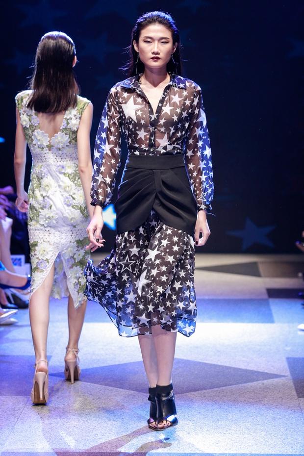 Thanh Hằng diện váy làm từ 25m vải lên sàn diễn của Adrian Anh Tuấn - Ảnh 29.