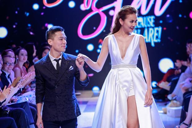 Thanh Hằng diện váy làm từ 25m vải lên sàn diễn của Adrian Anh Tuấn - Ảnh 33.