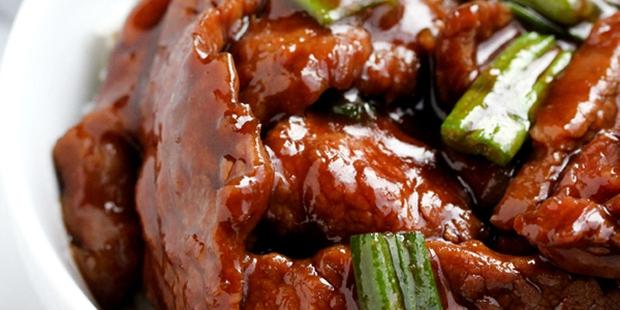 Nấu một nồi thịt bò hầm kiểu Mông Cổ nóng hổi ăn ngày rét - Ảnh 1.