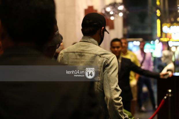 Clip: Bi Rain trở về khách sạn trong vòng vây nhiệt tình của fan Việt - Ảnh 9.