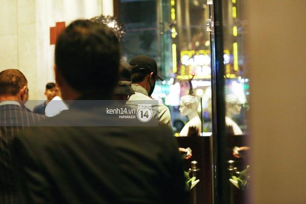 Clip: Bi Rain trở về khách sạn trong vòng vây nhiệt tình của fan Việt - Ảnh 8.