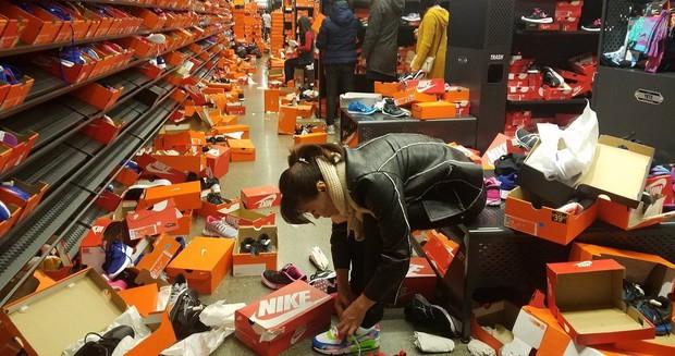 Cửa hàng Nike ở Mỹ bị bới tung, như vừa trải qua một trận động đất trong ngày Black Friday - Ảnh 5.