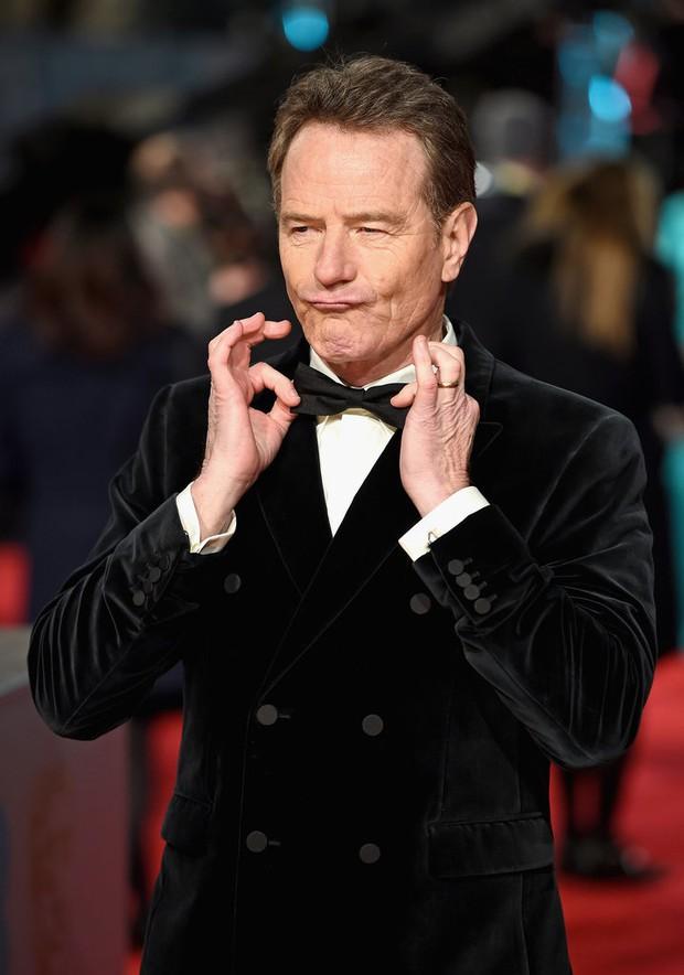 Loạt mỹ nhân Hollywood diện váy trễ nải khoe vòng 1 trên thảm đỏ Oscar Anh Quốc - Ảnh 17.