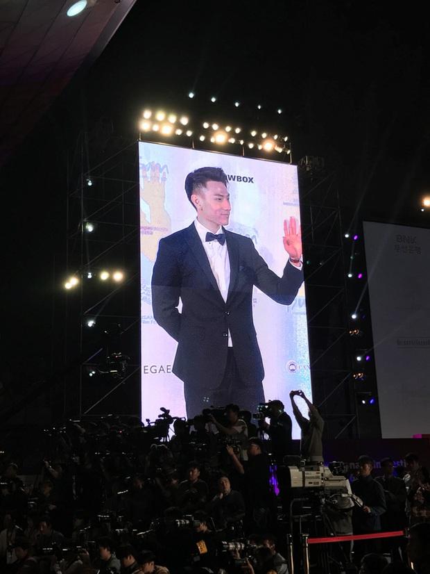 Isaac khoe ảnh dự tiệc cùng Lee Byung Hun, bất ngờ khi nhận giải thưởng từ LHP Busan - Ảnh 4.
