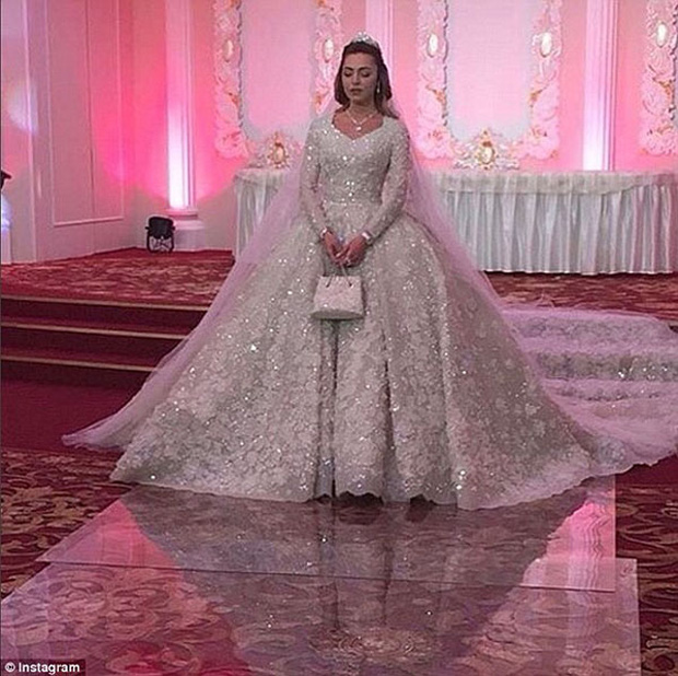 Nghẹt thở trước độ xa hoa trong đám cưới hơn 22.000 tỷ của Lọ Lem phiên bản đời thực - Ảnh 4.