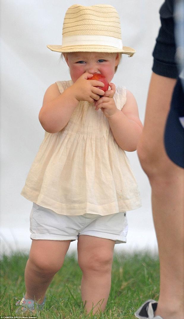Mia Tindall - cô công chúa nhỏ đáng yêu của hoàng gia Anh - Ảnh 3.