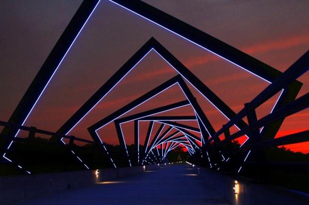 20 cây cầu có thiết kế ngoạn mục khiến bạn phải thốt lên: Kỳ quan đây rồi! - Ảnh 12.